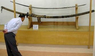 O sabie de luptă impresionantă din Japonia, din secolul al XV-lea, putea fi folosită doar de către samurai giganţi, de câţiva metri înălţime!