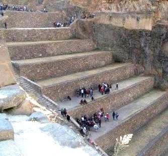 Priviţi cu atenţie imaginea: pentru cine au fost construite aceste trepte gigantice din Peru? Nu pentru oameni obişnuiţi, ci pentru uriaşi...