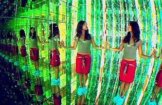 Oamenii de ştiinţă au stabilit: trăim într-un Univers holografic, asemănător cu cel din Matrix! Realitatea este bidimensională, dar noi o percepem 3D...