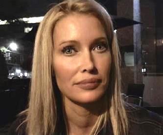 """Într-un videoclip terifiant, o femeie susţine că este un """"hibrid extraterestru"""" care are de îndeplinit o misiune secretă pe Pământ"""