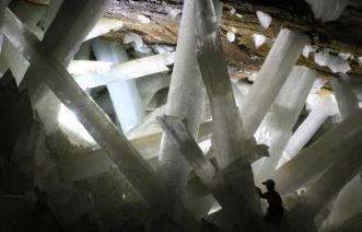 NASA a descoperit forme de viaţă misterioase, de 50.000 de ani vechime, în interiorul unor cristale imense