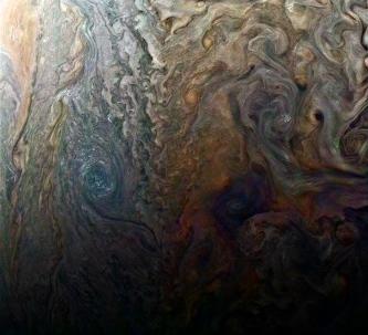 Nişte nori psihedelici de pe planeta Jupiter ne lasă cu gura căscată... Care e enigma furtunilor?