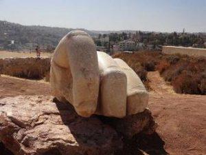 """""""Mâna zeului Hercules"""" a fost recuperată de arheologi... ce s-a întâmplat cu restul giganticei statui?"""