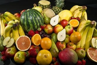 Iată lista cu 12 legume şi fructe ce conţin pesticide şi care ar trebui să le evităm