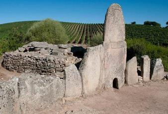Rămăşiţe ale Atlantidei? Mormintele de giganţi din insula Sardinia (Italia) îi bulversează pe arheologi