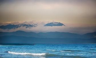 Se poate vedea Marea Neagră şi Dunărea din Munţii Bucegi? Dar din Ceahlău?