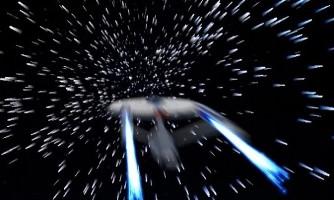Este posibilă călătoria cu viteze mai mari decât cea a luminii? Dacă da, am putea călători în trecut...
