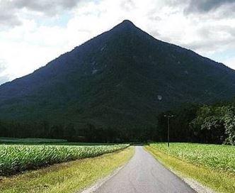 O piramidă veche de 5.000 de ani se află ascunsă în Australia, dar ea e ignorată de ştiinţa oficială
