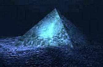 """Piramida de cristal atlantă de pe fundul Oceanului Atlantic este de vină pentru manifestările misterioase din """"Triunghiul Bermudelor""""?"""