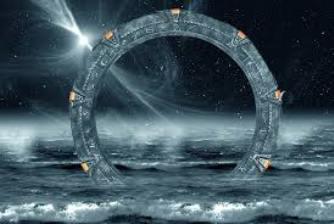 """EXCLUSIV! Există cumva o """"poartă stelară"""" la Polul Nord care conectează instantaneu Pământul de Lună?"""
