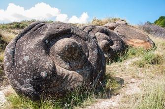 Nu doar în Rusia se găsesc pietre misterioase sub formă de farfurie zburătoare, ci şi în România - în zona în care au trăit uriaşii
