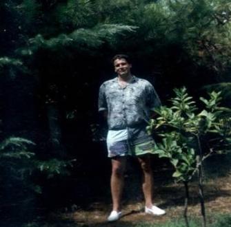 În această fotografie, din Italia anului 1976, apare un extraterestru de 3 metri înălţime, ce seamănă perfect cu un om?
