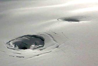 Găuri gigantice se deschid în cel mai mare gheţar din Islanda