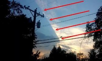 """Acest lucru nu-i normal: jumătate de cer pare a fi """"blocat"""" de ceva uriaş"""