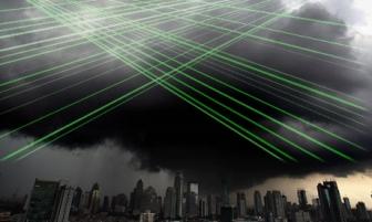 În Iaşi, în interiorul unui nor, au apărut proiecţii de laser orizontale! Blue Beam, fiinţe din alte lumi, experimente secrete?