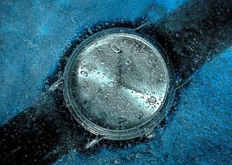 Timpul va încetini până va îngheţa de tot şi va dispărea: atunci Universul nostru se va transforma dintr-un spaţiu 3D într-un spaţiu 4D