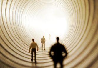 Ce se întâmplă după moarte? Cei care au experimentat moartea clinică îşi povestesc experienţele uluitoare