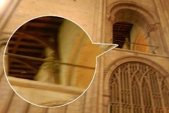 Fantoma unui episcop a fost fotografiată într-o catedrală foarte veche din Anglia! Acolo au loc multe activităţi paranormale...