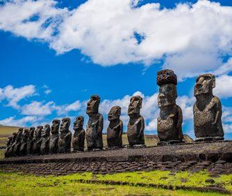 EXCLUSIV! Enigma Insulei Paştelui: statuile giganţilor de pe insulă reprezintă vechii locuitori ai continentului Lemuriei, ce s-a prăbuşit în Oceanul Pacific?