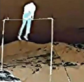 Videoclipul care demonstrează prezenţa în jurul nostru a unor fiinţe fantomatice, care vor să ne omoare
