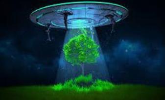 """Incredibil! Mai multe fiinţe din alte lumi au urcat până la un """"nor luminos"""" şi apoi au dispărut..."""