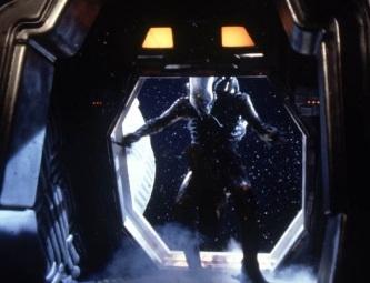 Un astronaut NASA recunoaşte că a văzut o posibilă creatură extraterestră care plutea lângă el, atunci când se afla pe nava spaţială Atlantis!
