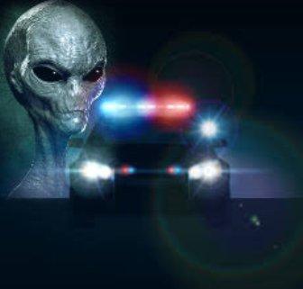 O creatură slabă, cu braţe lungi şi cap mare a fost împuşcată de poliţia americană! Apoi, cadavrul extraterestrului a fost transportat într-un loc secret...