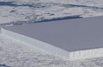 Un iceberg gigantic, perfect dreptunghiular, a fost observat în Antarctica. Ce experimente secrete se fac?