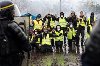 """Revolta """"vestelor galbene"""" din Franţa este îndreptată împotriva globaliştilor şi agendei lor (""""încălzire globală"""", imigranţi, """"fake news"""")"""