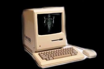 """O întâmplare paranormală din Anglia: un """"spirit"""" din secolul al XVI-lea a reuşit să comunice cu un profesor, pe un calculator vechi"""