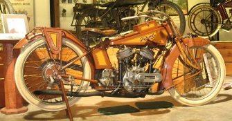 Secretul motocicletei Traub, găsită ascunsă într-o locuinţă din Chicago. Deşi are peste 100 de ani, funcţionează perfect şi astăzi!