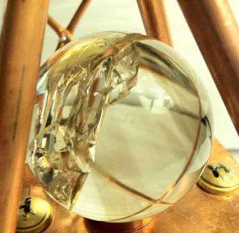 Misterioasa sferă de cristal, recuperată dintr-o piramidă subacvatică din Bahamas - aparţinea ea civilizaţiei dispărute a Atlantidei?