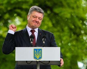 Preşedintele Ucrainei, Petro Poroșenko, şi-a crescut veniturile de 95 de ori, datorită familiei Illuminati Rothschild. Nu e asta o dovadă că el e marioneta elitei bancare globale?