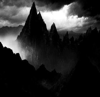 Ceaţa negricioasă şi înfiorătoare care cuprinde un munte din Arizona - nimeni nu ştie ce poate fi...