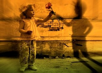 """Poate fi """"prietenul imaginar"""" al copiilor o entitate malefică din altă dimensiune?"""