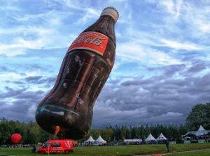 """Coca-Cola a fost prinsa cu """"mâţa în sac""""! Compania finanţează cercetări care să fie pe placul ei şi ascunde studiile nefavorabile"""