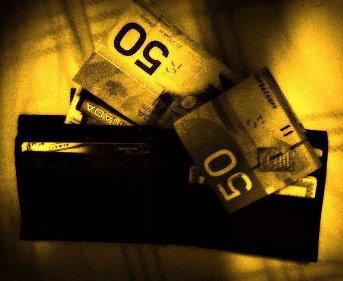 Aţi pierdut un portofel pe stradă? Sunt mai multe şanse să vă fie înapoiat dacă aveţi mai mulţi bani în el - constată surprinzător un studiu ştiinţific
