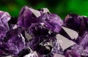 Ametistul, cristalul catalizator al rugăciunii către Dumnezeu