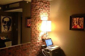 Misterioasa cameră 322 dintr-un hotel din Texas, descoperită de un utilizator pe Internet. O încăpere bizară, înfiorătoare, cu picturi tulburătoare...