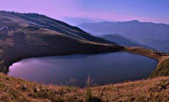 """""""Lacul Vulturilor"""" sau """"Lacul fără fund"""" - o apă misterioasă situată în Munţii Siriu, munţii unde ar fi aterizat pentru prima dată extratereştrii de pe Sirius, în vremuri imemoriale"""
