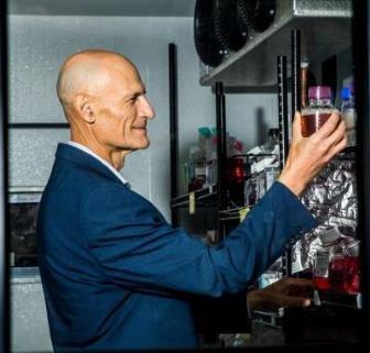 Elixirul vieţii a fost descoperit? Un cercetător spune că a găsit o metodă prin care să prelungească viaţa oamenilor cu 50 de ani!