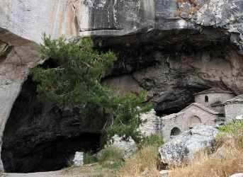 Enigma peşterii Penteli din Grecia - locul unor fenomene paranormale incredibile! Ce-au făcut acolo în secret forţele NATO?