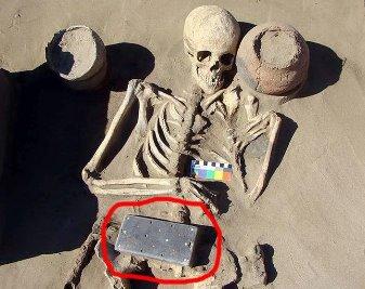 Arheologii ruşi au descoperit un artefact ciudat ce seamănă cu o carcasă de smartphone / iPhone şi care are 2.100 de ani vechime