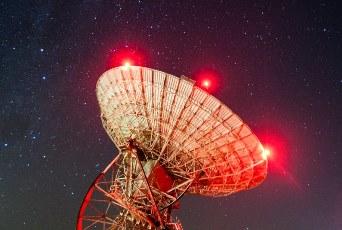 Misterioase semnale radio, de la 3 miliarde de ani-lumină, au fost recepţionate de un gigantic radiotelescop chinez. Sunt ele mesaje artificiale din lumi îndepărtate?
