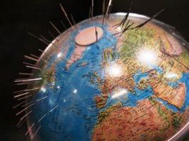 Polul nord magnetic al Pământului se deplasează extrem de rapid spre Rusia. De ce?