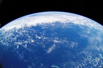 După mai bine de 1,5 miliarde de ani după formarea Terrei, pe planeta noastră nu existau decât ape, fără continente! Acelaşi lucru îl spune şi Biblia... de unde ştia!?