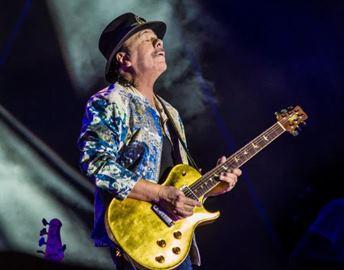 """Celebrul chistarist Carlos Santana dă un mesaj şocant pe Facebook: """"Mass-media e plătită pentru a vinde FRICĂ peste tot. Închideţi-vă televizoarele"""""""