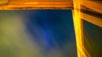 O culoare albastră incredibilă a fost observată pe cerul nopţii în Marea Britanie şi Spania. Ce poate fi?