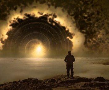 Cum este timpul în lumea lui Dumnezeu? O ipoteză uluitoare şi legătura cu fractalii...