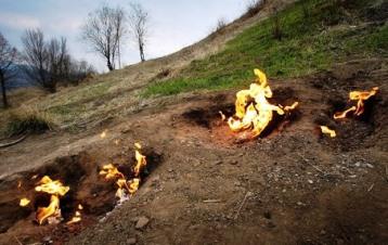 """""""Focul viu"""" de la Lopătari (Buzău) - un fenomen care ne arată puterile iadului? Aşa ne spune o legendă românească..."""